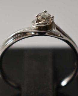 Пръстен с диамант